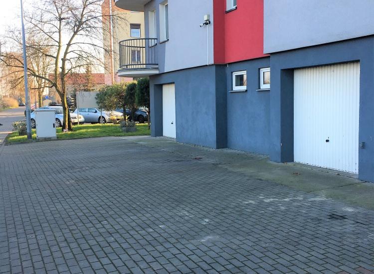 ✅ odrębna własność ✅ księga wieczysta ✅ brama garażowa na pilota ✅ monitoring bloku skierowany na garaż